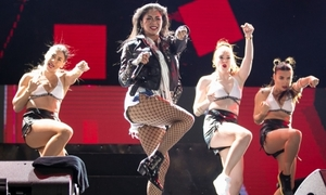 'Nữ hoàng Latin' Nicole Scherzinger quẩy tưng bừng cùng fan Việt