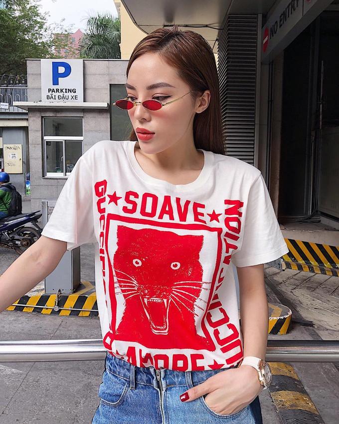 """<p> Kỳ Duyên được xem là một trong những người đẹp chịu chơi nhất trong khoản đầu tư cho áo phông hàng hiệu. Thiết kế áo phông """"Soave Amore Guccification"""" của Gucci có giá hơn 14 triệu đồng là item cô nàng vô cùng yêu thích.</p>"""