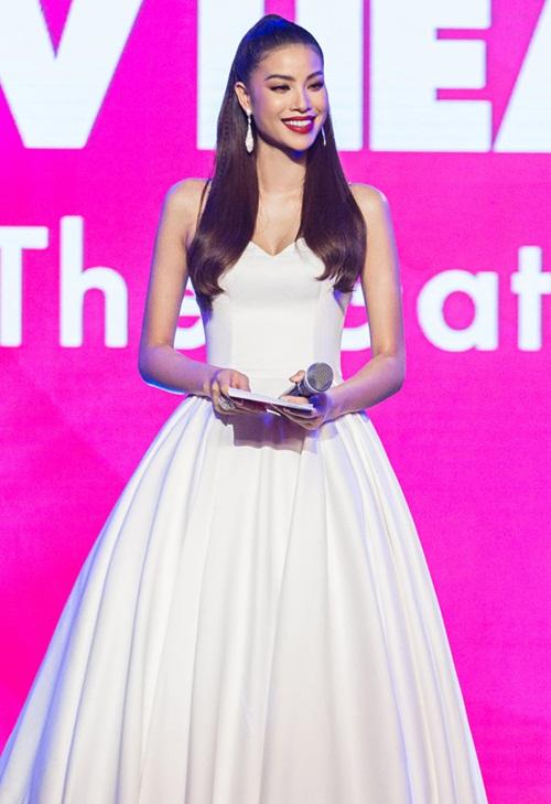 3 năm sau đăng quang Hoa hậu Hoàn vũ Việt Nam 2015, Phạm Hương chứng tỏ là một trong những nhan sắc nổi bật showbiz Việt. Liên tục góp mặt trong các sự kiện lớn, có tên trong danh sách những sao mặc đẹp, được nhiều thương hiệu, nhà thiết kế nổi tiếng lựa chọn...