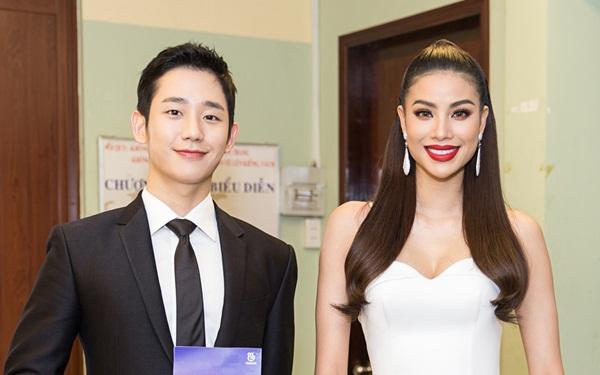 Phạm Hương rất tự hào khi được giao trọng trách MC của đêm nhạc và song hành cùng tài tử Jung Hae In. Ngoài đời Phạm Hương thấy Jung Hae In rất chuyên nghiệp và thân thiện.