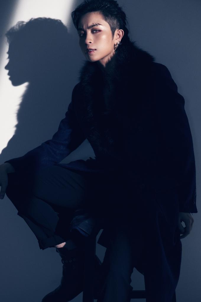 Gil Lê để tóc dài vẫn được khen là nam thần quyến rũ