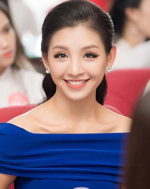 Một thí sinh quen mặt khác bước ra từ Hoa hậu Hoàn vũ Việt Nam 2017 là Lê Thanh Tú. Trong vòng sơ khảo Hoa hậu Việt Nam 2018 khu vực phía Bắc, người đẹp sinh năm 1996 gây chú ý nhờ nhan sắc nền nã, dịu dàng.