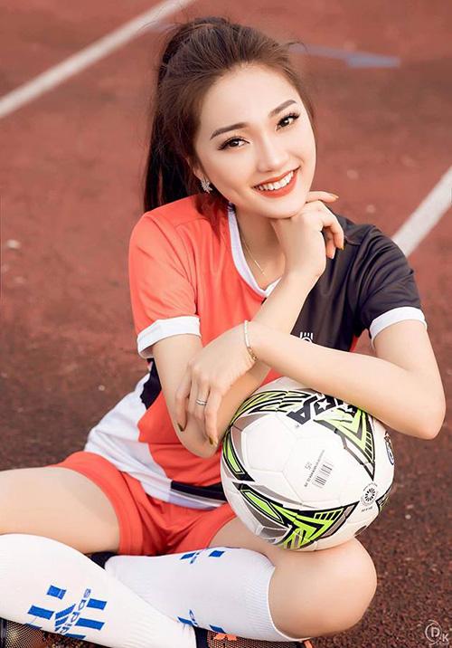 Sau cuộc thi, cô đều đặn góp mặt trong các sự kiện, nhận được một số hợp đồng làm gương mặt quảng cáo. Người đẹp sinh năm 1994 còn vướng vào tin đồn tình cảm với U23 Nguyễn Văn Đức. Mới đây, cô còn sang Nga để đồng hành cùng sự kiện World Cup. Nhờ bước tiến khá dài sau Hoa hậu Hoàn vũ Việt Nam 2017, Ngọc Nữ được kỳ vọng là một gương mặt nổi bật ở Hoa hậu Việt Nam 2018.