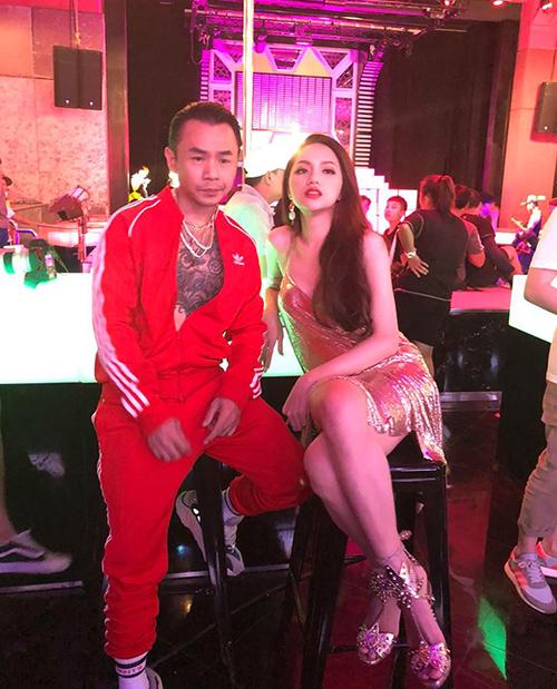 Hương Giang khoe vẻ sexy cực xứng đôi với rapper cool ngầu Binz.