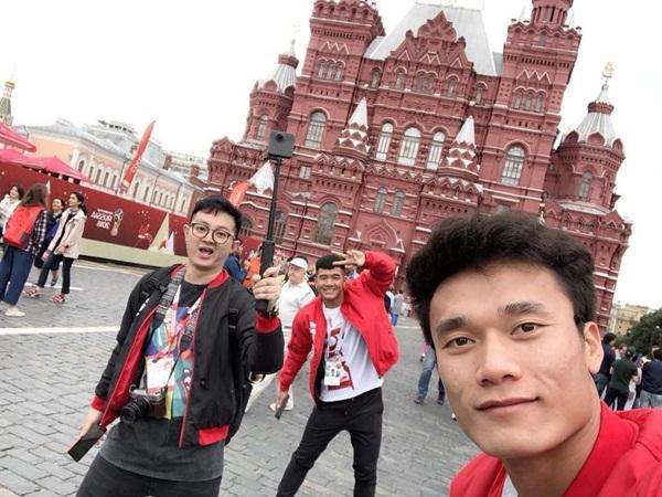 Bùi Tiến Dũng - Hà Đức Chinh nhắng nhít ở Nga chờ xem World Cup - 1