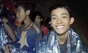 Mong muốn 'ăn cơm mẹ nấu' của các cậu bé Thái bị kẹt trong hang