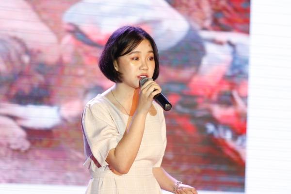 Chọn bản hit độc đáo kết hợp giữa nhạc pop pha âm hưởng dân tộc, nữ sinh Đỗ Hải Băng đã giành giải Quán quân với giải thưởng 30 triệu đồng tiền mặt và Học bổng toàn phần tại ĐH FPT.