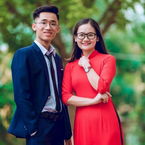 Hiếu Dương và cô giáo dạy Lịch Sử Phùng Thị Ngọc Bích - giáo viên chủ nhiệm đồng thời là giáo viên Lịch sử.