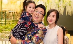 Bạn gái Hoài Lâm quấn quýt bên cháu gái khi dự sự kiện