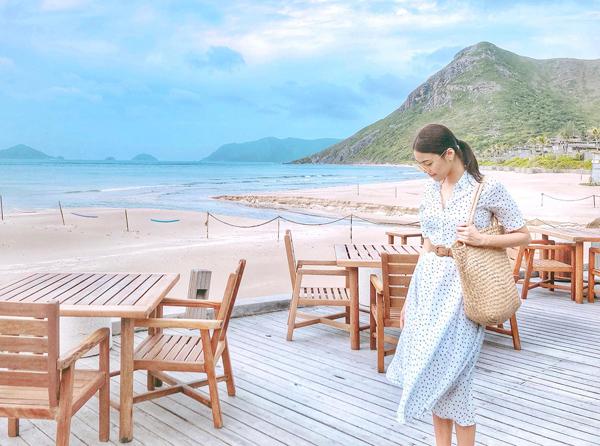 Lan Khuê đi nghỉ dưỡng ở biển cùng hôn phu.