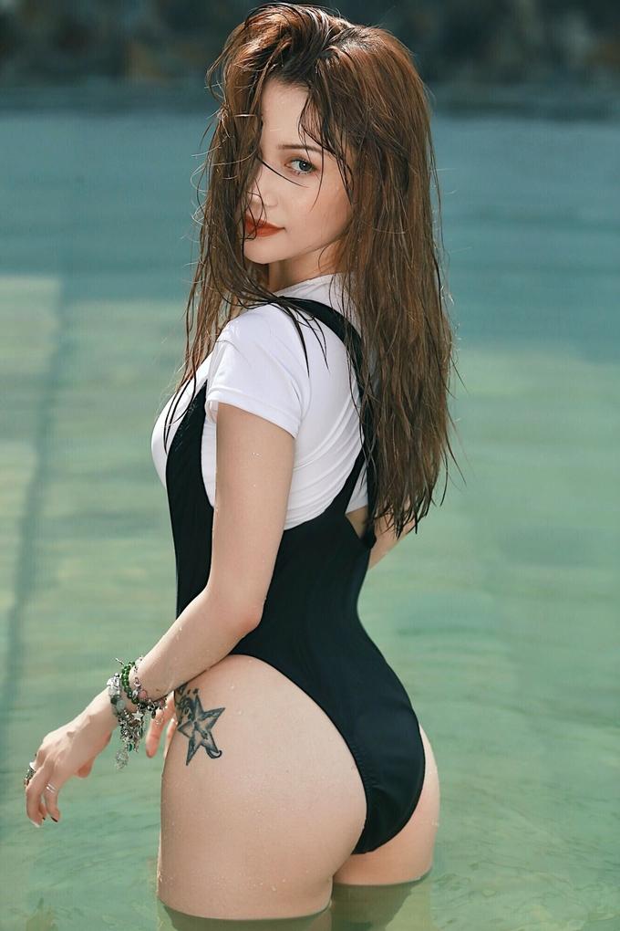 <p> Về định hình phong cách, nữ ca sĩ tiếp tục theo đuổi hình ảnh một cô gái sexy, khỏe khoắn nhưng có sự chững chạc, tinh tế, sang trọng hơn.</p>