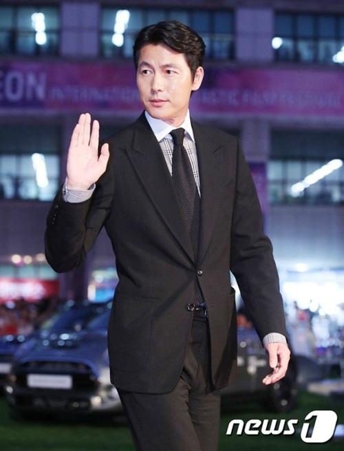 Ông chú Jung Woo Sung luôn chỉn chu ở mọi sự kiện. Nhan sắc và diễn xuất của nam diễn viên thuộc top đầu xứ Hàn.