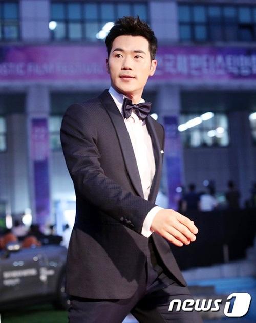 Kim Kang Woo giữ vững phong độ ở tuổi 40.