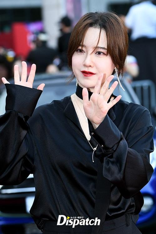 Các trang điểm của Goo Hye Sun khiến nhiều người thất vọng. Nữ diễn viên  xuất hiện với gương mặt cứng đơ, không cảm xúc.