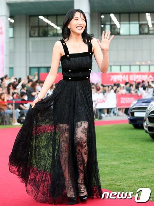 Cựu thành viên Kara Kang Ji Young đã chuyển hẳn sang nghề diễn, chủ yếu hoạt động ở Nhật Bản.