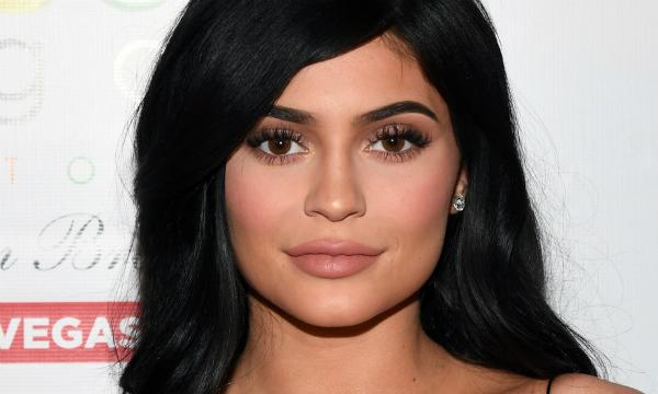 Kylie đã kiếm hàng trăm triệu USD nhờ đôi môi tều trứ danh của mình.