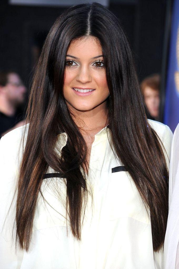 <p> Nhan sắc của Kylie những năm 2010-2011 không để lại nhiều chú ý. Cô nàng chưa biết cách làm đẹp nên thường makeup già dặn, đường nét khá nhạt nhòa.</p>