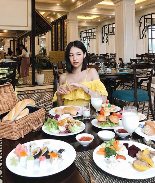 Phí Phương Anh bày cách giảm cân cho fan đó là... ăn thật nhiều.