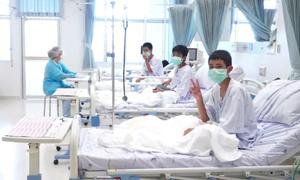 12 cậu bé Thái Lan mắc kẹt được cấp học bổng toàn phần khi vào đại học