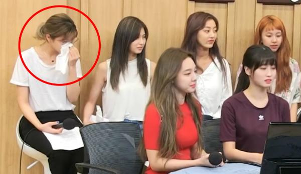 Jeong Yeon khóc không ngừng từ trước khi chương trình bắt đầu.