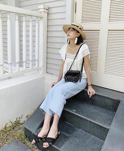 Rất nhiều hot girl Hà thành như Mai B, An Toe, Trương Hoàng Mai Anh... đều đang theo đuổi phong cách ăn mặc kiểu Hàn Quốc vì dễ phù hợp với ngoại hình của con gái Việt Nam.