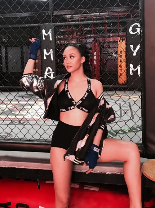 Kim Anh khẳng định không lấy chuyện ồn ào trên để PR bản thân. Cô khẳng định nếu muốn kiếm fame đã kiếm chuyện với những tên tuổi lớn khác bản thân từng có cơ hội hợp tác.