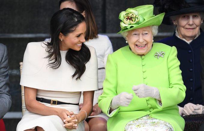 <p> Theo một nguồn tin của <em>HollywoodLife</em>, người trong Cung điện Buckingham vừa tiết lộ chi tiết về mối quan hệ đang rất tốt đẹp của Nữ hoàng Elizabeth II và cháu dâu Meghan Markle.</p>