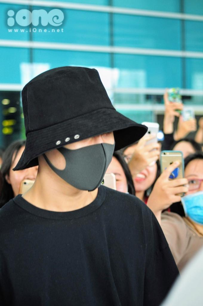 <p> Theo thông tin một số fan nắm bắt được, Lee Tae Min sang Đà Nẵng để chụp ảnh tạp chí. Tuy nhiên, lịch trình của nam ca sĩ, vũ công, diễn viên Hàn Quốc vẫn chưa được xác nhận do thông tin được giữ kín.</p>