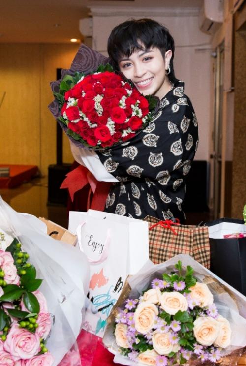 Gil Lê hiện đảm nhận vai trò Host trong The debut  Dự án số 1. Nữ ca sĩ cho biết cô đang trong quá trình thực hiện dự án âm nhạc và dự án kinh doanh riêng của mình trong nửa cuối 2018.