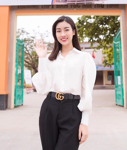 Thắt lưng Gucci được sao Việt ưa chuộng thời gian qua cũng đốn tim cả Mỹ Linh. Hoa hậu chi 10 triệu đồng để rước món đồ đẳng cấp này về.