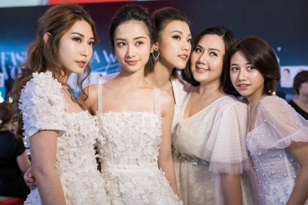 Nhóm Ngựa Hoang gồm Hoàng Oanh, Jun Vũ, Khổng Tú Quỳnh và Trịnh Thảo có dịp hội ngộ sau vài tháng. Họ được gọi với cái tên thân thuộc này sau khi cùng nhau tham gia phim điện ảnh Tháng năm rực rỡ tạo được tiếng vang.