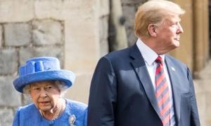 3 lần phá vỡ quy tắc của Donald Trump khi diện kiến Nữ hoàng Anh