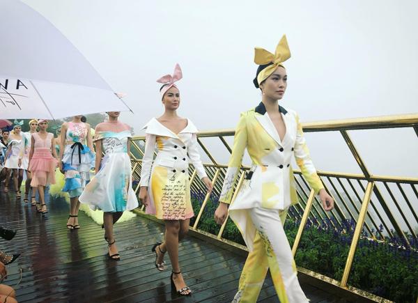 Dạo bước trên mây (Fashion Voyage) là show thời trang đặc biệt diễn ra trên cây cầu cao 1.400 m so với mực nước biển tại Đà Nẵng. Chương trình giới thiệu BST của các nhà thiết kế Chung Thanh Phong, Lê Thanh Hòa... Đáng chú ý, đến phần trình diễn BST của nhà thiết kế Lê Ngọc Lâm, trời chuyển lạnh và mưa tầm tã. Trong điều kiện thời tiết khắc nghiệt nhưng các người mẫu vẫn trình diễn hết mình.