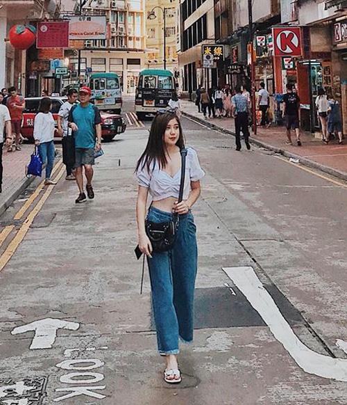 An Japan diện croptop và quần jeans cạp cao vừa thoải mái, vừa sành điệu khi đi du lịch.