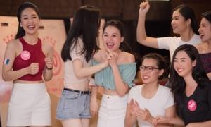 Đi thi hoa hậu, dàn thí sinh xinh đẹp vẫn máu lửa với World Cup