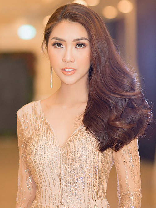 Để tôn lên đường nét thanh thoát, Hoa hậu sắc đẹp châu Á 2017 nên chọn cách kẻ lông mày cong mảnh vừa phải, có độ hất nhẹ nhàng ở đuôi thay vì lông mày đậm như sâu róm. Cách trang điểm này khiến cô trông thiếu độ mềm mại, nữ tính.