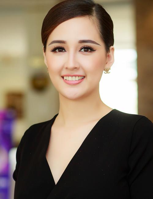 Tất cả những gì Hoa hậu Việt Nam 2006 cần là một chuyên gia mới, giúp cô thay đổi hình dáng hàng lông mày để nhan sắc thực sự tỏa sáng.