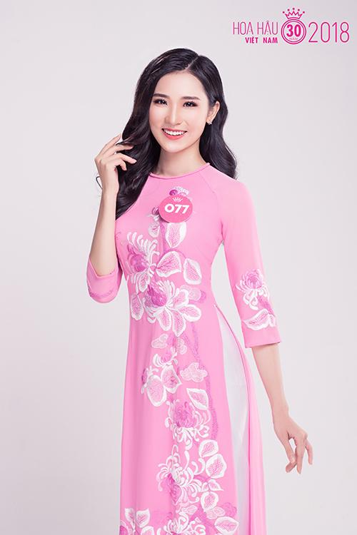 Người đẹp sinh năm 2000 đến từ Đà Nẵng Phan Cẩm Nhi.