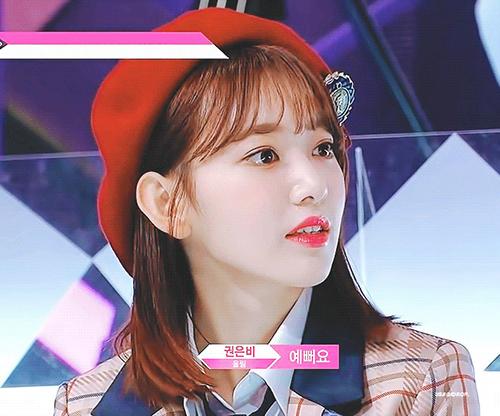 Thực tập sinh đến từ HKT48 nổi trội ngay từ trước khi chương trình được phát sóng bởi nhan sắc đẹp chuẩn Hàn. Sakura lọt top tìm kiếm, luôn đứng đầu bảng xếp hạng độ nổi tiếng, nhan sắc ở Produce48.