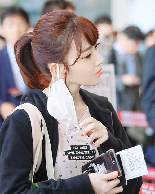 Sakura sở hữu lượng fansite Hàn đông đảo không kém ngôi sao Kpop thực thụ nào. Trong tập phát sóng mới nhất, cô nàng là thí sinh người Nhật có thứ hạng cao nhất (thứ 4) và lọt top 7 visual của Produce 48.