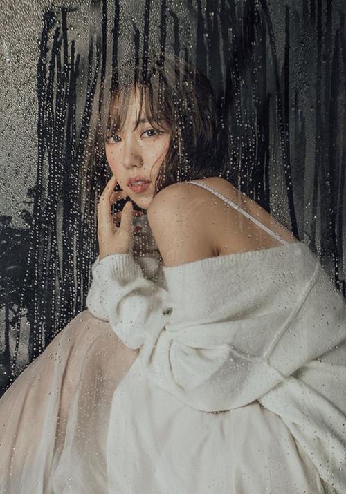 Min tung bộ ảnh mới đẹp mong manh giữa màn mưa.