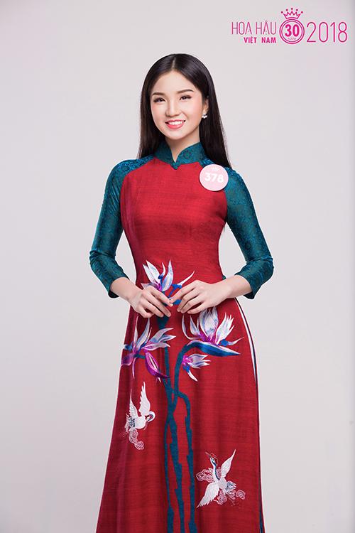 Nguyễn Thị Thu Tâm - mảnh ghép cuối cùng của bộ sậu 10x - dịu dàng trong tà áo dài.