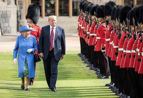Trong chuyến thăm 4 ngày của Tổng thống Mỹ và Đệ nhất phu nhân tới Anh quốc, Donald Trump chỉ diện kiến người đứng đầu Hoàng gia là Nữ hoàng Elizabeth tại lâu đài Windsor.
