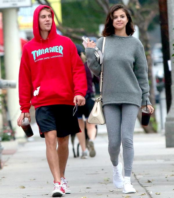 Selena muốn cắt đứt mọi thứ liên quan đến bạn trai cũ, đặc biệt là sau khi Justin đính hôn với Hailey. Không phải vì ghen tuông. Selena chỉ không muốn bị nhắc đến với tư cách là bạn gái cũ lâu năm hay gì đó đại loại thế. Cô ấy muốn dứt bỏ mọi thứ vì đã không còn hẹn hò nữa rồi, nguồn tin cho hay.