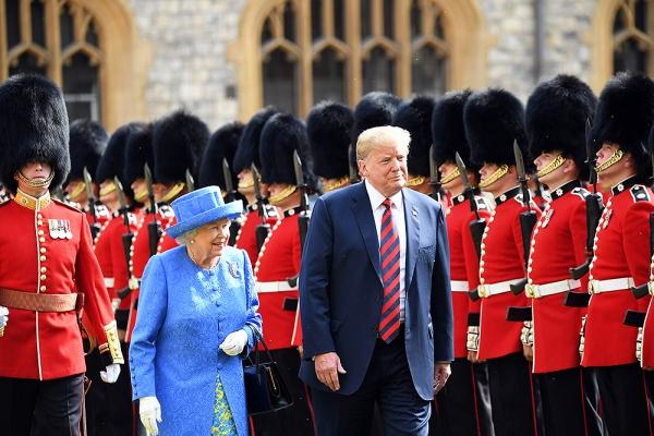 Có thể vì những lý do cá nhân, 3 thành viên Hoàng gia Anh này đã thảo luận và quyết định từ chối lời mời gặp mặt của Donald Trump. Chính vì vậy, Nữ hoàng Anh là người duy nhất tiếp đón Donald Trumpr tại lâu đài Windsor mà không có sự xuất hiện của những thành viên hoàng gia khác.