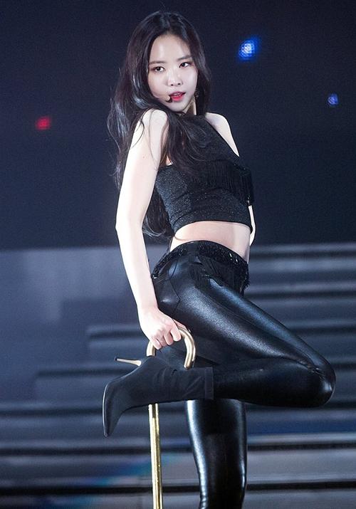 Nhắc tới những idol sexy nhất Kbiz, không thể bỏ qua hiện tượng Na Eun. Cô nàng ngày càng nhận được nhiều lời khen cho thân hình săn chắc, đường cong chữ S hoàn hảo.