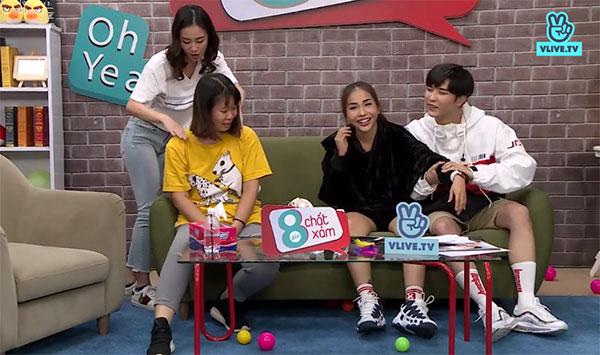 Hình phạt dành cho Jun Vũ và Toof. P là phải đấm bóp, massage cho Khả Ngân và chị Tú.