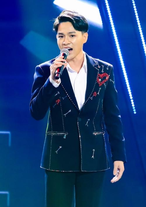 Thí sinh có giọng ca phi giới tính Tùng Anh.