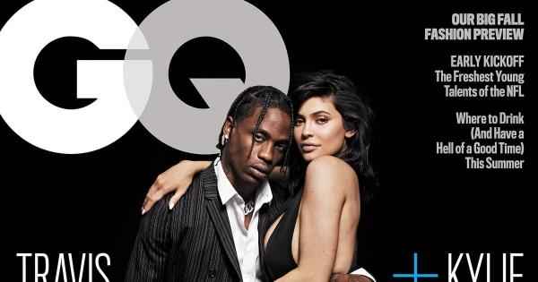 Kylie tạo dáng gợi cảm cùng rapper Travis Scott trên tạp chí GQ.