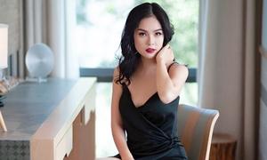 Dương Cẩm Lynh gợi cảm với váy xẻ ngực sâu